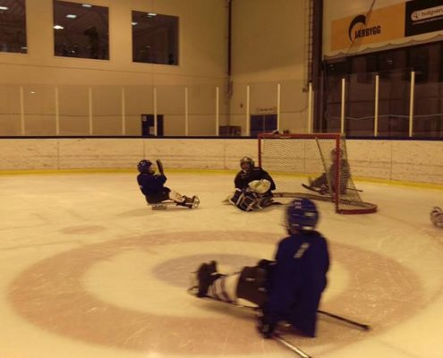 Kjelkehockey trening på Nærbø